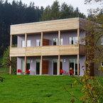 Abele Hotel & Cubes in Buchenberg - Putzfassade und Balkonekonstruktion aus unbehandelter Lärche