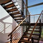Innentreppe - Stahlkonstruktion mit Holzstufen