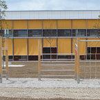 Südansicht mit aussenliegendem Sonnenschutz der Kooperationseinrichtung in München