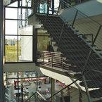 Maschinenbauunternehmen am Ammersee - Foyer mit Treppenhaus