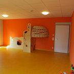 Kinderhaus in Herten-Gruppenraum in warmen Orange- und Gelbtönen