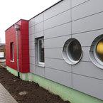 Kinderhaus in Herten-farbig abgesetzte Plattenfassade