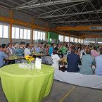 Mehr als 100 Gäste feiern mit SÄBU