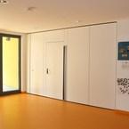 Eingangsbereich mit mobiler Trennwand