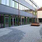 Gemeinschaftsschule Hüttlingen in Hybridbauweise - Innenhof
