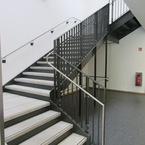 Grundschule als wirtschaftlicher Hybridbau - Treppenhaus